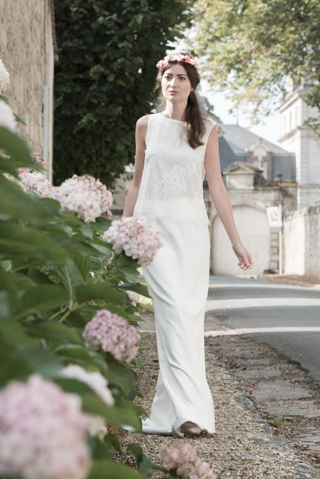 Une robe de mariée 2 pièces pour être reportée après